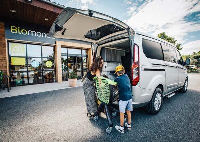 Panama Van P10 Mobil beim Einkaufen